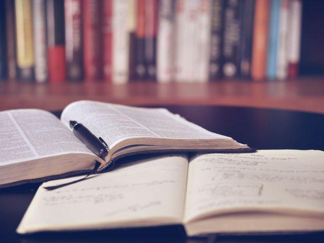 Cowo.книги: Річард Свінберн «Існування Бога» з Олексієм Арестовичем. Рецензія на книгу